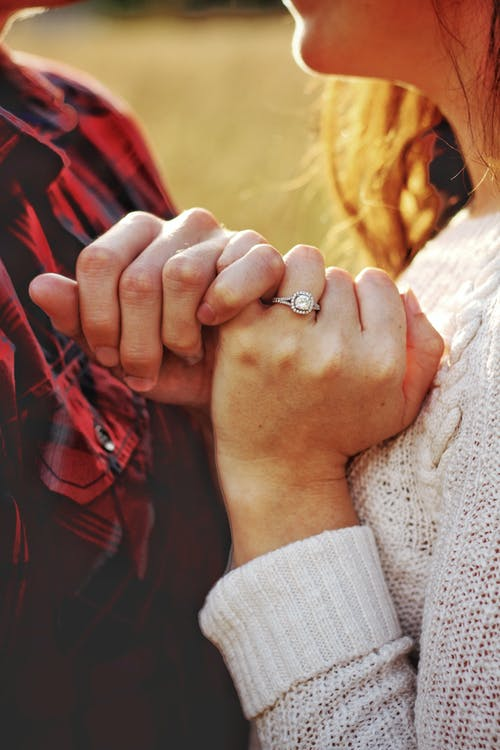 4 Things You Should Know Before Buying An Engagement Ring