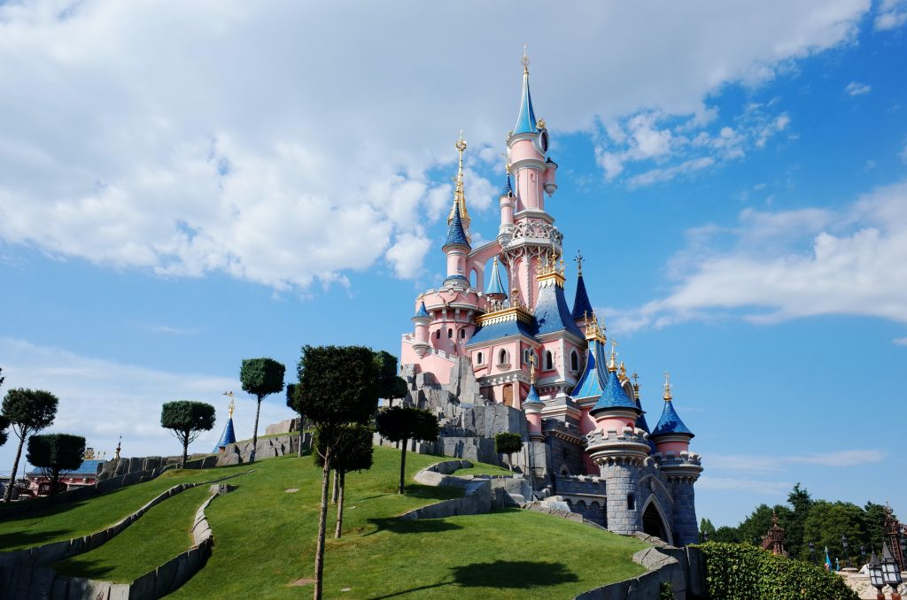Best place to propose in Orlando, FL - 7 Top Disneyland Spots