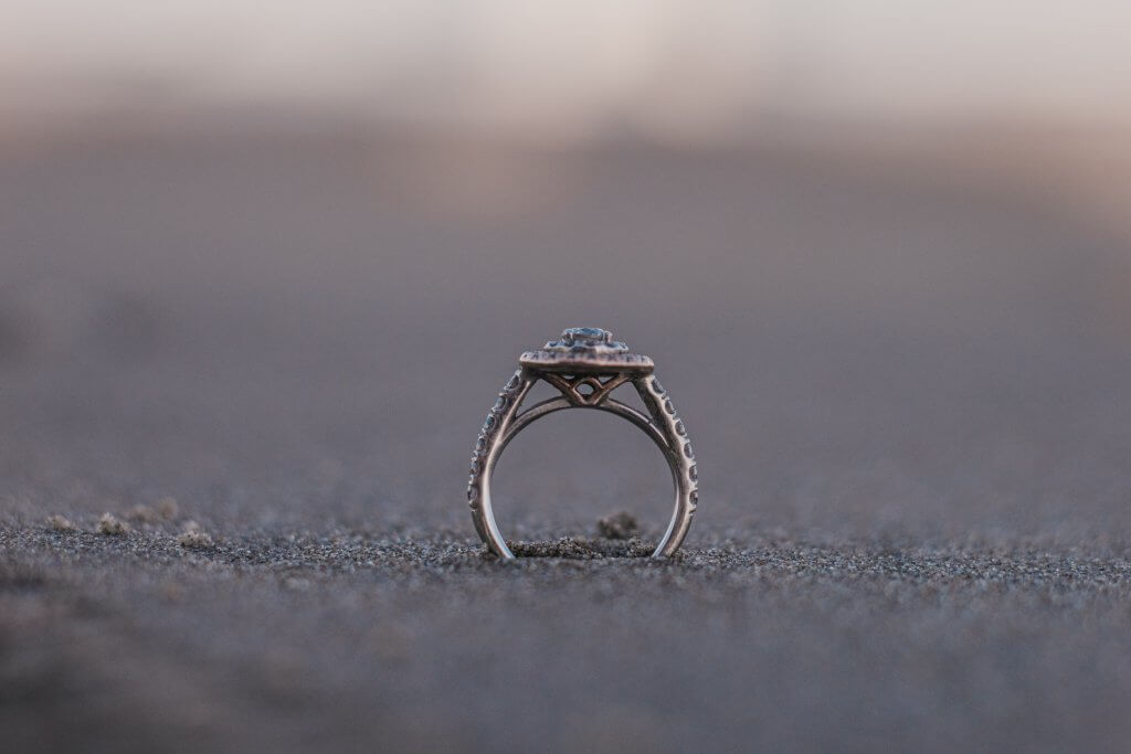 Round cut Diamond ring - The Cathedral Setting