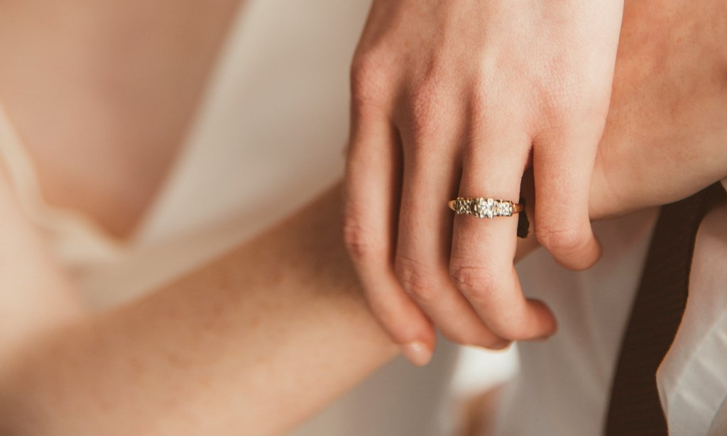 yellow gold round 3 stone diamond ring - Should I Buy a Diamond Ring Online