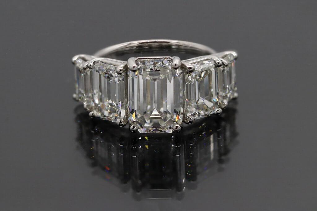 EMERALD five diamond engagement ring - The VVS Diamond Clarity Grade