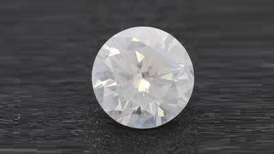 round cut diamond - cloudy diamonds