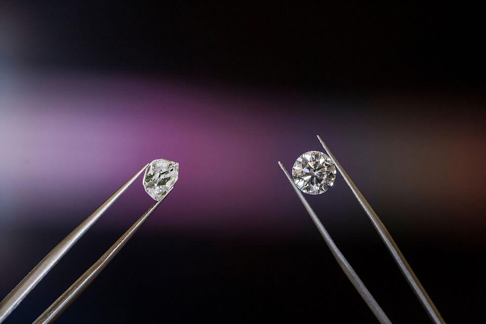 round diamond and rough diamond in tweezers- Understanding a Diamond's Depth and Table