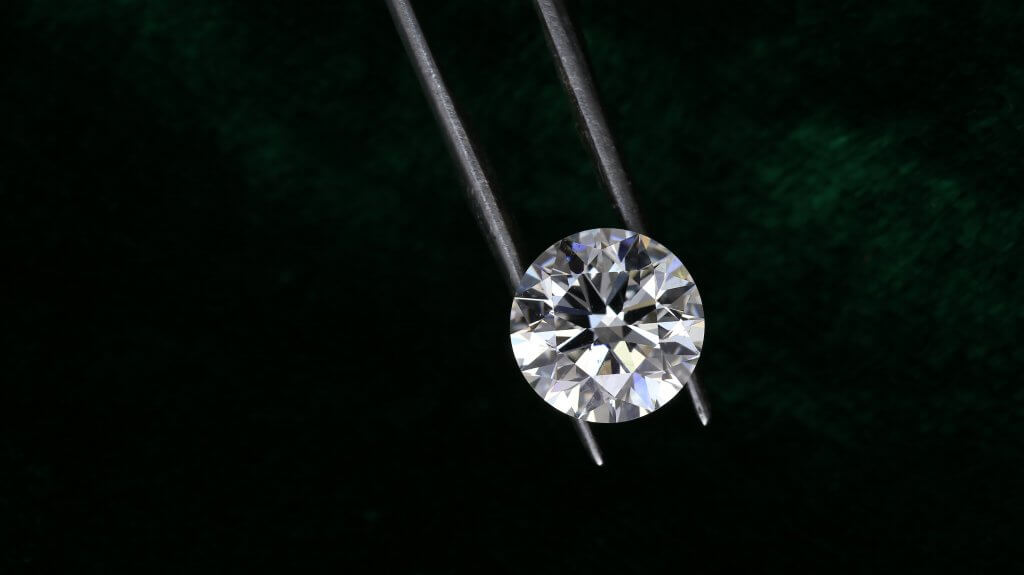 round diamond to be set in an engagement ring - Diamond Color vs Clarity  What Matters More