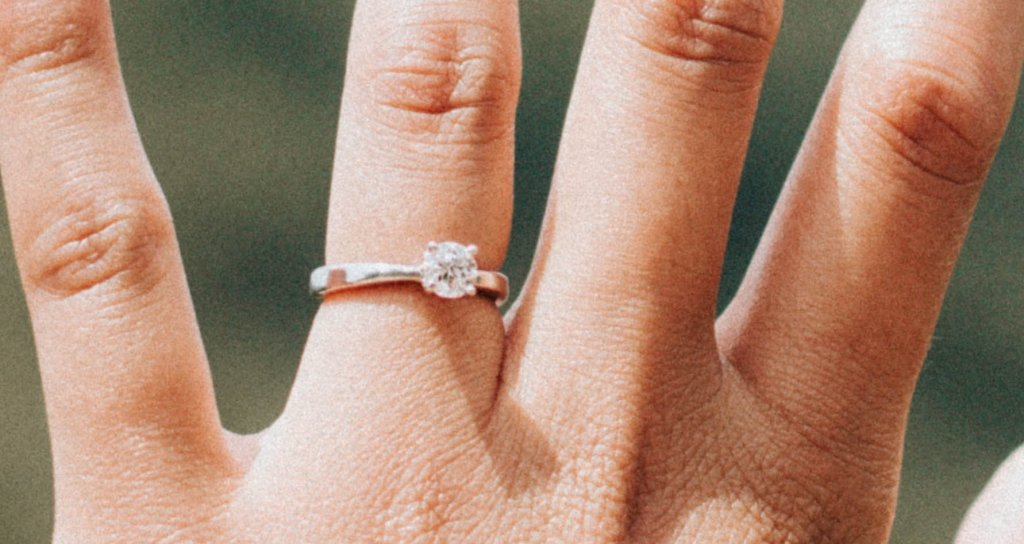 round solitaire engagement ring - Diamond Color vs Clarity  What Matters More
